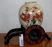 Продаю  керамическую вазу с подставкой в виде повозки